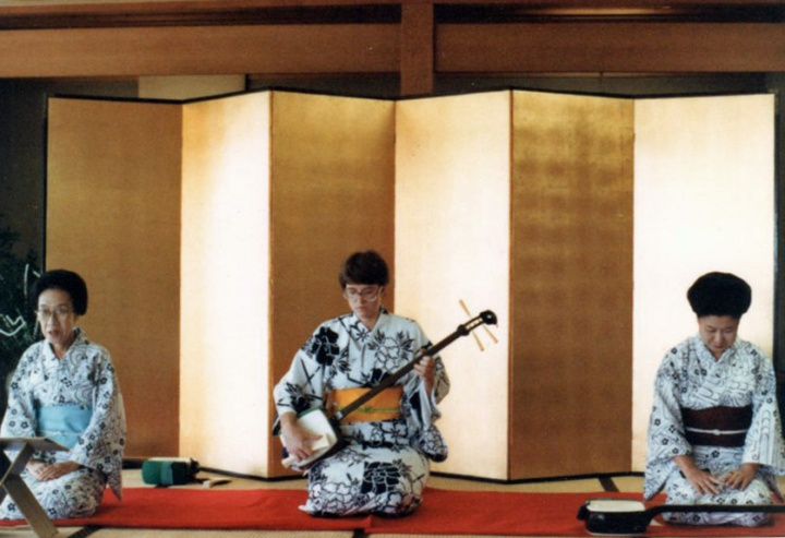 Pamela playing shamisen